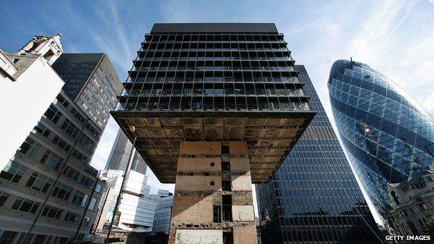 Dỡ bỏ toà nhà cao tầng